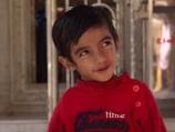 右足が超巨大化した少年、学校側から通学を拒否される「子どもたちが怖がるから」=インド