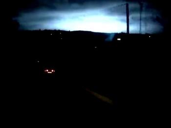 """ロシアでまた謎の発光現象! 夜空を覆う""""恐ろしい青白い光""""に周囲は騒然!"""