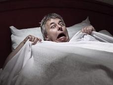 入眠時に爆発音が聞こえる!?
