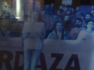 【動画】まるで幽霊の行進!? 世界初・ホログラムによるデモが行われる!!