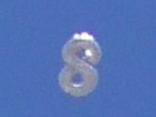 """【衝撃動画】""""8の字型""""UFOがクネクネ変形!? 念でUFOを呼ぶ米国人男性がスゴすぎる!"""