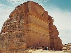 呪われた世界遺産「マダイン・サーレハ」 ~人跡未踏の砂漠に広がる壮麗な奇観~