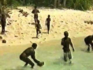 【世界最後の秘境】近づいたら死ぬ? 未知の部族「センチネル族」が暮らす実態不明の島!!