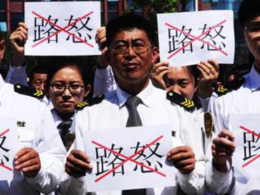 """中国各地で""""キレるドライバー""""が増殖中 暴行を受けた女性ドライバーが自殺するケースも……"""