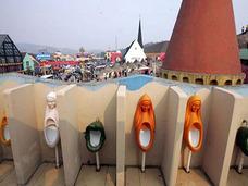 男女共用、1,000人収容、盗撮推奨も!? 知る人ぞ知る、中国「へんなトイレ」の街
