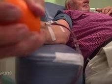 """黄金の腕を持つ男 ― 200万人の赤ちゃんをたった1人で救った""""献血男""""とは?=オーストラリア"""