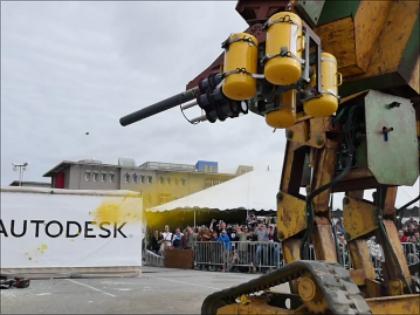 米国の巨大ロボット、水道橋重工の「クラタス」に決闘を申し込む! 日米ロボット・バトルが始まる!?