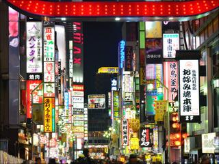 """「歌舞伎町でキョロってる人間は…」最大年商約8億円""""ぼったくりの帝王""""が語る、深刻化する新宿・悪徳ビジネス"""