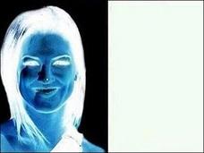 たった15秒見つめるだけで、2色写真がフルカラー化!? 驚愕の錯視画像!!