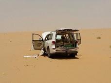 """【閲覧注意】今にも息を吹き返しそうな""""絶望のミイラ"""" ― 砂漠のド真ん中の悲劇!!"""