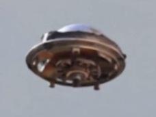 """【衝撃動画】「マジで最高のUFOだ!!」謎だらけの""""レトロフューチャー""""UFO出現!=米・テキサス"""