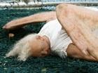 天使がロンドン上空から落ちてきた!? 不気味な羽と風貌に驚愕!