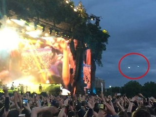 【動画】Blurのライブ会場にUFO出現!! 伝説のバンド完全復活は全宇宙の関心事だった!?=英国