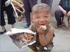 中国農村で豚として7年間育てられた男児を保護 3歳児ほどの体格で、言葉も話せず……