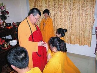 """【女性信者を日常的に暴行していた中国カルト教団「妊娠が発覚したら""""神の水""""を飲ませ……」"""