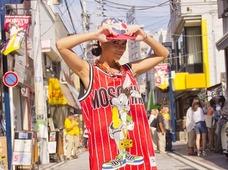 ルーマニア最強のセクシー歌姫・インナがヤバすぎる!! 横須賀「どぶ板通り」にゾッコン、思わず◯◯を暴露!