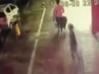 【閲覧注意】息子の眼前で、潰されて死んだ母親=中国