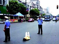 """20歳女がスマホ買ってもらえず、車道に寝転がって親に抗議!? 中国一人っ子政策が生んだ、""""困ったちゃん""""たち"""