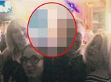 超くっきり「心霊フォトボム」 ― いわくつきのバーで撮った集合写真に、ニヤリと笑う美女の顔面が!!=イギリス