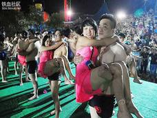スッピン&ビキニ姿の女性のバストサイズを測定!? 中国「水上お見合い大会」に批判殺到