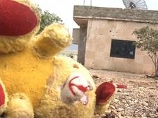【閲覧注意】飛び散る血痕、転がる死体……!! ロシアに空爆されたシリアの街が悲惨すぎる!
