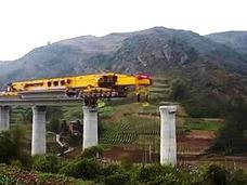"""中国の巨大橋桁架設マシーン「SLJ900/32」のスケールが圧巻! """"巨大橋が瞬時に完成する""""中国四千年の工法とは?"""