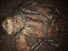 大英博物館も驚愕! デンマーク鉄器時代のバラバラ遺体に性玩具…「未知なる不気味な習慣」とは?