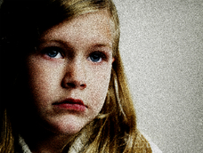 夫の性欲を満たすため、12歳の娘を性奴隷にした母親