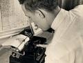 元祖アスキーアートの神 ― 70年間タイプライターを打ち続けた脳性麻痺の男・ポールのポートレイト
