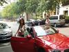 """中国・富裕層相手にオープンカーで""""セクシー出前"""" 月300万円稼ぐ、ヤリ手女実業家がバブリーすぎる!"""