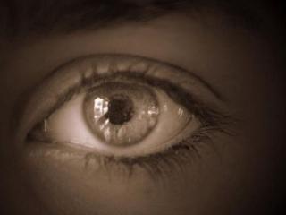 【脳の不思議】10の人格を持つ盲目女性、一部の人格において視力が回復!