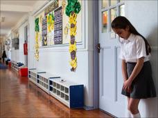 """「生きてる意味あるの?」「くるくるぱー」小学校女教師による""""陰湿""""いじめで不登校→裁判全貌!"""
