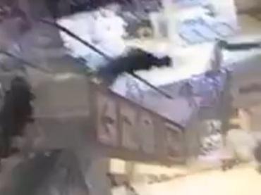 【閲覧注意】あまりにもキレイなダイブによるエスカレーター転落死