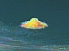 """久々に典型的な""""アダムスキー型UFO""""が出現!"""