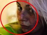 """【心霊写真】宇宙人か、隣人の死体か!? セルフィーにクッキリ写り込んだ""""緑色の男""""に戦慄!!"""