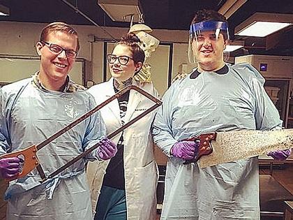 【超・閲覧注意】切断された四肢をInstagramに続々アップ! 奇抜な美人病理学者が伝える「死生観」