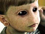 2016年、遂に宇宙人と人間の「ハイブリッド・チルドレン」が地中から出現する。純粋な人間は滅亡へ