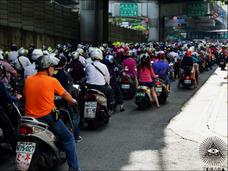 衝撃動画!台湾の朝の通勤ラッシュが危険すぎる