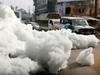 巨大な泡に覆われた町 ― バンガロールを襲った「泡の津波」の正体とは?=インド