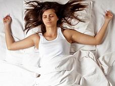 「寝相」で夢の種類や体の調子が変わることが判明! 淫夢、悪夢、アルツハイマーまでコントロール!