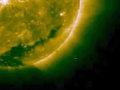 太陽は宇宙人によって火力調整されていた!? 太陽のまわりをうろつく超巨大UFOが確認される