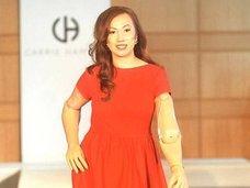 身体の40%がプラスチック! 四肢切断女性が、人間マネキンとしてモデルデビューするまで