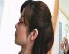 中国共産党機関紙「人民日報」が前代未聞のミス! 女教師モノAVの写真を丸パクリで……