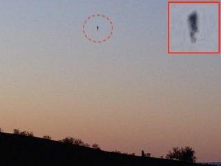"""【衝撃動画】「空中を歩く人間」が激写される! 各地で相次ぐ""""あり得ない""""飛行物体の謎"""