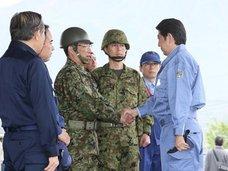 安倍首相が被災者より真っ先に「わが軍」自衛隊を激励! 小泉首相の中越地震視察でもなかった露骨行動に唖然