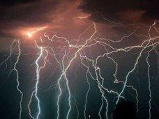 降り注ぐ光の雨! 1年に160日、1時間に280回も雷に打たれまくる「マラカイボ湖」の謎=ベネズエラ