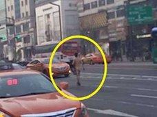 朝のラッシュアワーに裸で街を闊歩! ソウル・変態男のトンデモ動機「新しい自分を…」