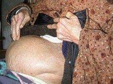 """【衝撃】""""出産""""はもう無理!? 50年間ずっと妊娠している91歳の老婆!=チリ"""
