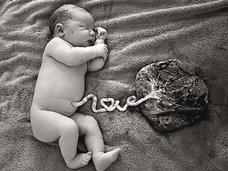 【閲覧注意】へその緒と胎盤を切らずに放置すると…? 「ロータスバース」出産法が海外でブーム