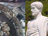 ついに2400年前の「アリストテレスの墓」が発見される! 20年謎を追い求めた男の執念が結実